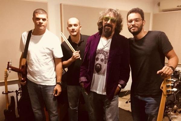 'A energia do Raul é muito pura e contagiante', conta o artista local B-É de Melo, que se apresenta ao lado da banda Pé de Boi na Casa do Cantador (Arquivo Pessoal)
