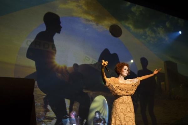 Glaucia Nasser está à frente do espetáculo 'JK, um reencontro com o Brasil' (Nilmar Lage/Divulgação)