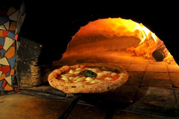 Pizza napolitana da Baco carrega receita com mais de 300 anos  (Helio Montferre/Esp. CB/D.A Press)