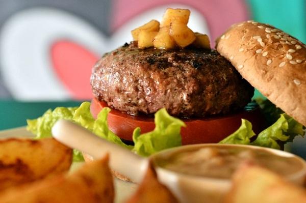 A Three Burgers oferece opções de hambúrgueres bovinos, suínos e para o público vegano e vegetariano  (Monique Renne/CB/D.A Press)