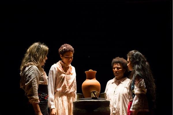 O espetáculo 'As mulheres do Aluá' vem direto de Rondônia para primeira apresentação na capital (Leonardo Valério/Divulgação)