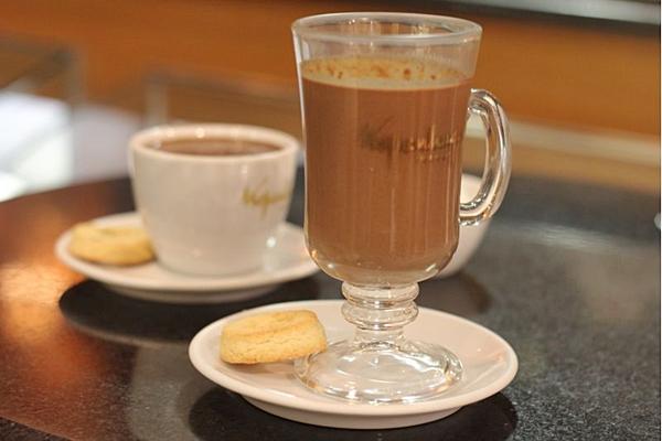 O chocolate da Kopenhagen pode ser pedido tanto quente quanto frio (Bárbara Cabral/Esp. CB/D.A Press)