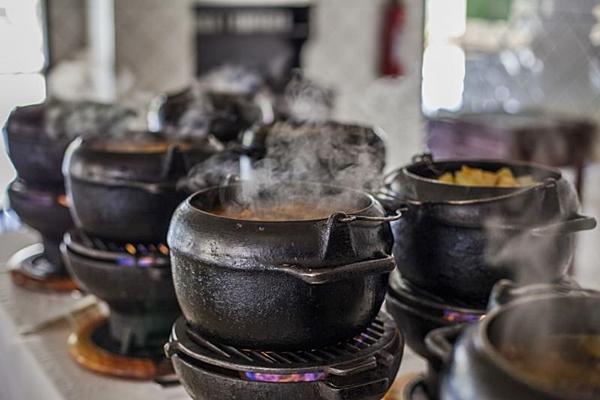 O cozido servido aos domingos no Bar Brasília virou tradição na cidade  (Lucas Ferreira/Divulgação)
