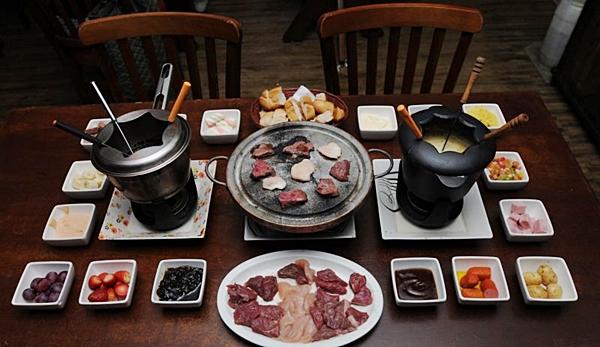 A Cantina Don Fondue oferece fondues doces como chocolate e doce de leite e salgadas (Carlos Moura/CB/D.A Press)