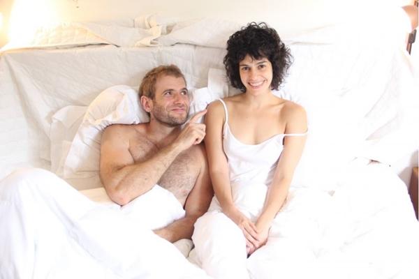 Casados, Emanuel Aragão e Maria Flor levam a vivência de casal para a montagem teatral (Ismael Monticelli/Deca Producoes)