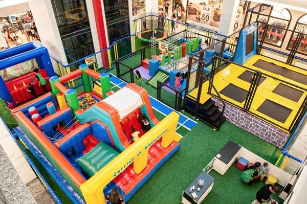 Cama elástica e trampolim gigante são alguns dos brinquedos do projeto Olímpiadas Kids  (Telmo Ximenes/Divulgação)