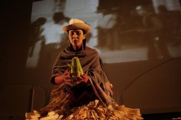 Mexicana Violeta Luna em cena de 'NK603', que integra o Solos Férteis (Julio Pantoja for the Hemispheri/Divulgação)