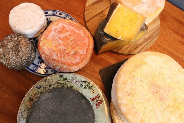 O Teta Cheese aposta em variedade e qualidade nos queijos artesanais (Arthur Menescal/Esp. CB/D.A Press)