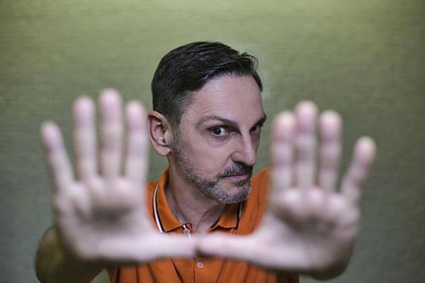 Paulo Miklos traz o repertório do disco solo, A gente mora no agora (Todos os Sons/Divulgação)