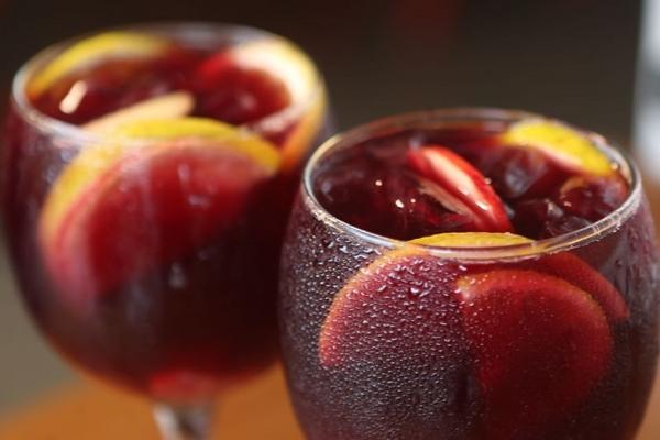 A sangria é uma das opções de drinques do restaurante espanhol Jamón Jamón  (Andre Dusek/Jamón Jamón)