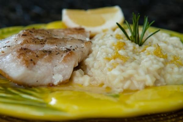O robalo guarnecido de risoto de limão siciliano é a sugestão do chef no Limoncello, devido ao frescor do preparo (Janine Moraes/CB/D.A Press)