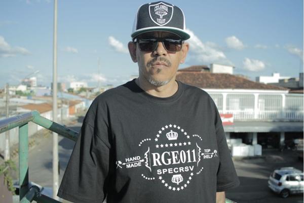 O rapper Japão é uma das atrações do evento junto ao grupo Viela 17 (Suzanny Costa/Divulgação)