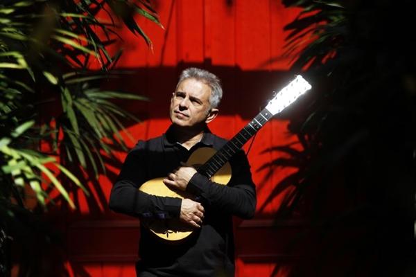 Roberto Corrêa é um dos violistas mais conceituados do Brasil (Ricardo Labastier/Divulgação)