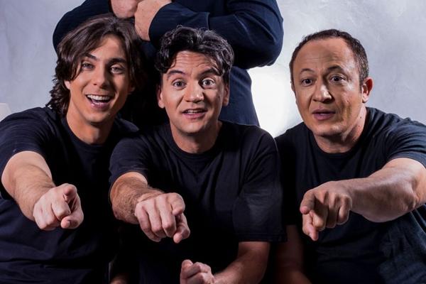 Três primos e um mordomo estão atrás de uma herança em comédia em cartaz na cidade (DGBB/Divulgação)