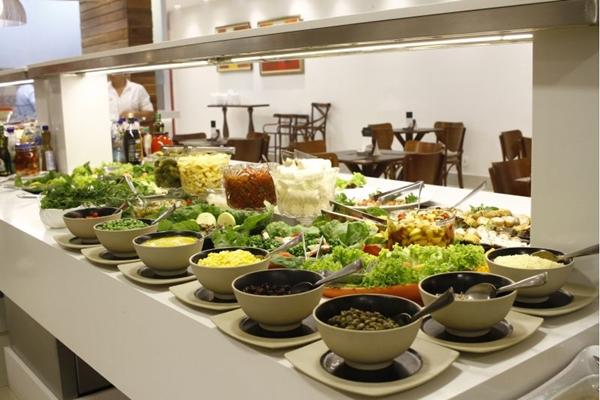 Saladas variadas marcam o bufê do Batata Doce Restaurante & Café (Ana Rayssa/Esp. CB/D.A Press)