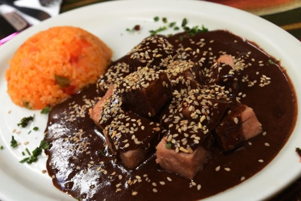 A comida do bufê do El Paso, apesar de mexicana, tem sabor caseiro (Ed Alves/CB/D.A Press)