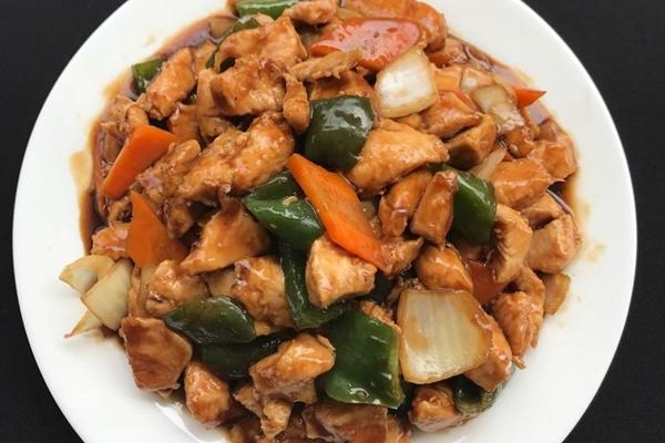 O frango xadrez é o prato de maior sucesso no restaurante Panda China (Zhao Mei Xia/Divulgação)