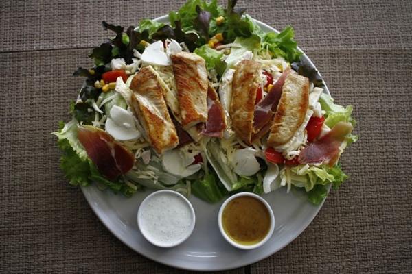 A salada dijon do Submore Health Food é uma alternativa para quem busca um self-service especializado em alimentação saudável (Ana Rayssa/Esp. CB/D.A Press)