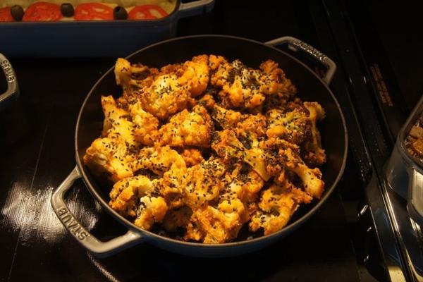 A couve-flor empanada com gergelim é um dos destaques no bufê do restaurante Supren Verda (Supren Verda/Divulgação)