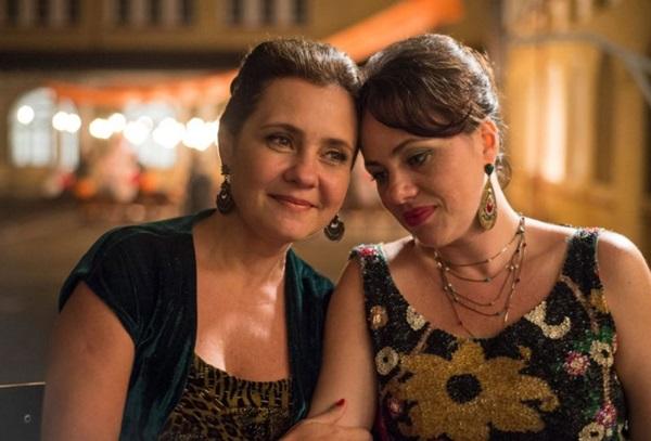 Adriana Esteves e Karine Teles comandam o elenco feminino de Benzinho (Reprodução/Internet)