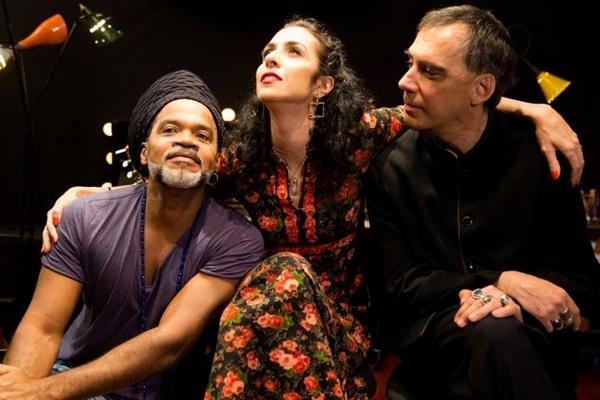 O trio Carlinhos Brown, Marisa Monte e Arnaldo Antunes está de partida pra Europa  (Marco Froner/Divulgação)