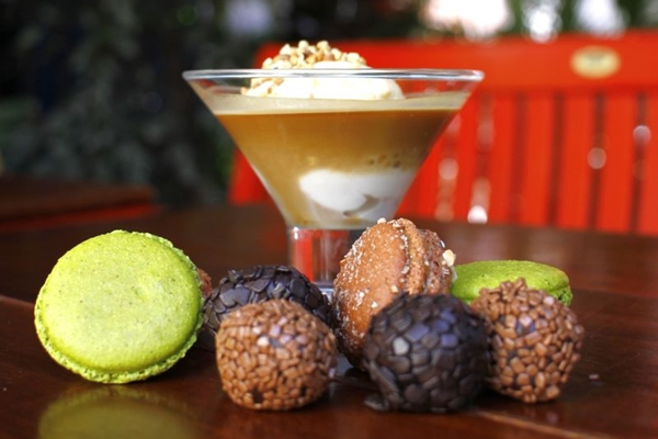 O afogatto é uma combinação clássica de sorvete e café e harmoniza bem com macarons e brigadeiros  (Ana Rayssa/Esp. CB/D.A Press)