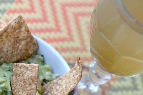 O refrigerante artesanal servido no Oyá Cozinha Vegana casa bem com a guacamole (Carlos Vieira/CB/D.A Press)
