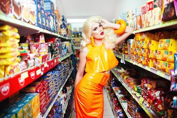 A drag Aretuza Love chega na Victoria Haus com seus grandes sucessos, como 'Joga a bunda' e 'Movimento' (Rodolfo Magalhães/Divulgação)