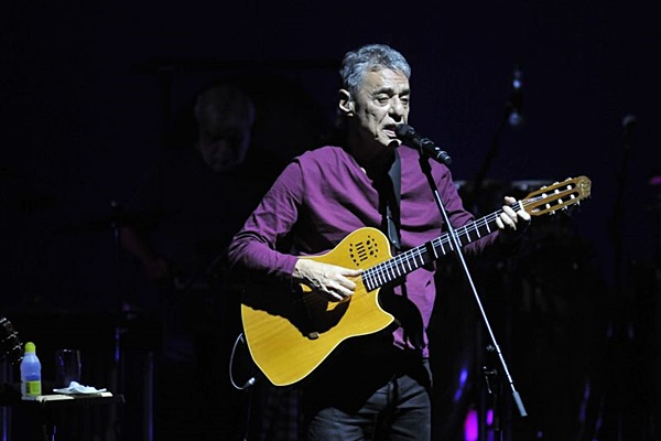 Chico Buarque incluiu 'Gota d'Água' e 'Sabiá' no roteiro de 'Caravanas' (Minervino Junior/CB/D.A Press)