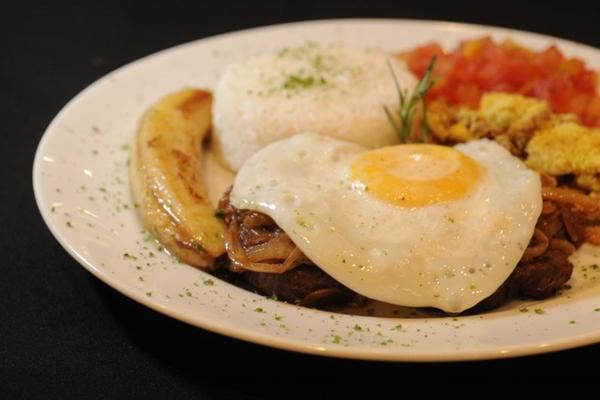 Prato feito de bife, ovo, feijão e farofa servido no Restaurante Tete-a-tete ( Zuleika de Souza/CB/D.A Pres)