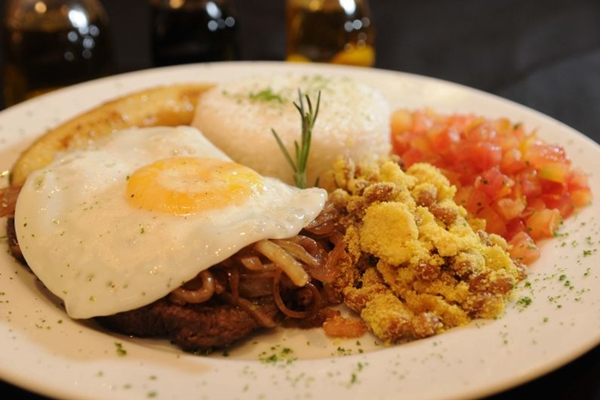O ovo frito é parte importante na composição do PF do Tetê à Tetê (Zuleika de Souza/CB/D.A Press)