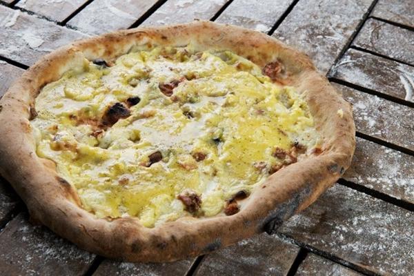 Pizza à carbonara da Baco Pizzaria ( Arquivo pessoal/Divulgação)