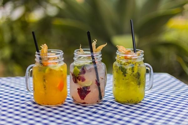 Os drinques do Nossa Cozinha Bistrô são preparados com frutas (Rômulo Juracy/Divulgação)