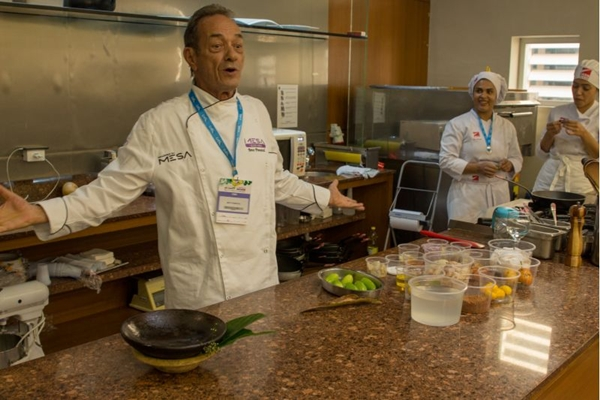 O chef Beto Pimentel ensina um ótimo vatapá (Giovanna Queiroz/Divulgação)