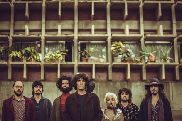 Banda brasiliense Joe Silhueta estará com show nesta sexta-feira (21), no Canteiro Central do Setor Comercial Sul  (Thaís Mallon/Divulgação)