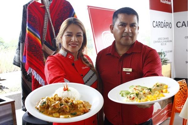 A dupla Dandy Abadiero e Bertha Atoche disponibilizam pratos típicos peruanos, em especial do norte do Peru (Ana Rayssa/Esp. CB/D.A Press)