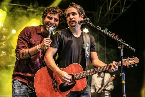 A dupla Bruninho & Davi vai gravar um DVD na orla do Clube da Ases (Fernando Hiro/Divulgação)