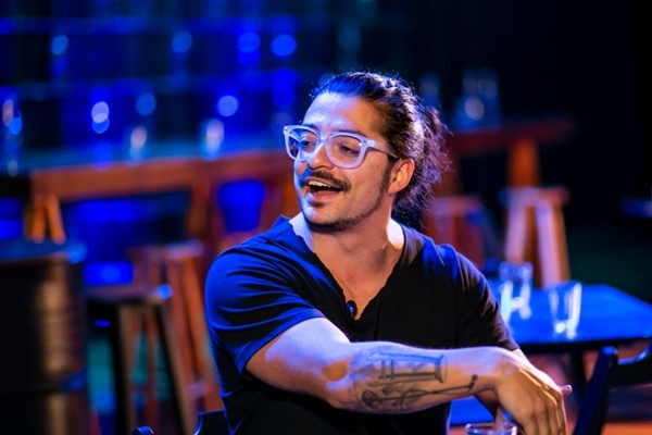 Márcio Donato leva a experiência pessoal à comédia 'É pra isso que eu tô vivendo' (Fábio Augusto Ferreira Santos/Divulgação)