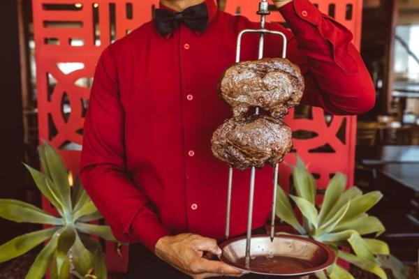 Dos espetos da Steak Bull saem mais de 30 opções de corte (Steak Bull/Divulgação)