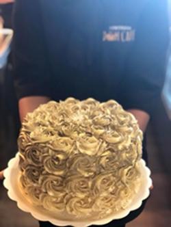 A torta de abacaxi com leite Ninho é um dos maiores sucessos da Dom Café (Amanda Fernandes/Divulgação)
