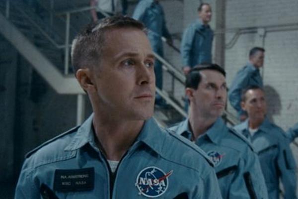 Ryan Gosling vive um Neil Armstrong discreto de forma eficiente (Jessica Quinalha/NBCUniversal)