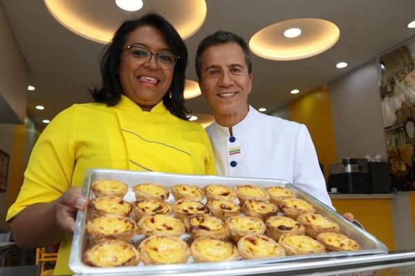 O casal Lena Alves e Arthur da Veiga mistura culturas na hora de cozinhar (Arthur Menescal/Esp. CB/D.A Press)