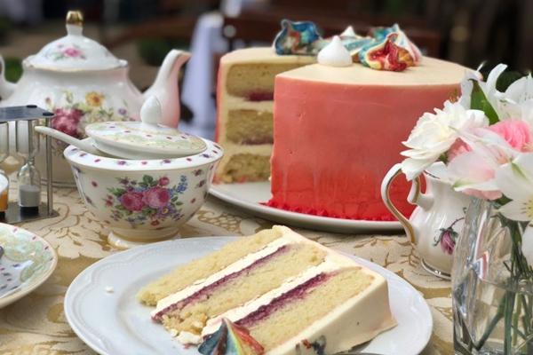 O bolo não pode faltar na hora de tomar um chá ao estilo britânico (Arquivo Pessoal/Divulgação)