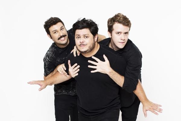 Trio de humoristas se desdobra em 40 personagens na comédia 'Desesperados'  (Jorge Bispo/Divulgação)