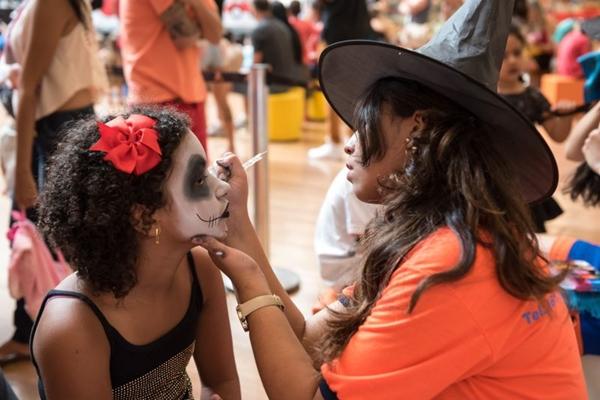 O Terraço Shopping adiantou as comemorações pelo Dia das Bruxas (Telmo Ximenes/Divulgação)