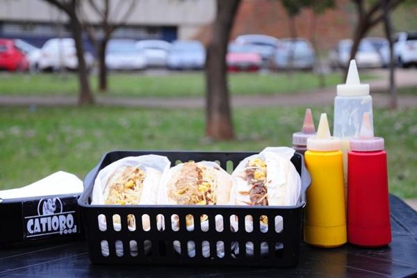 Os hot dogs veganos do Catioro Food estão disponíveis em três sabores  (CatioroFood/Divulgacao)