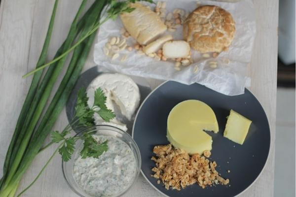 Os queijos da OK.jo Vegelácteos são preparados com arroz, grão de bico e amendoim ( Barbara Cabral/Esp.CB/DA.Press. Brasil. Brasilia. Divirta-se Mais. Pratos vegetarianos e veganos. )