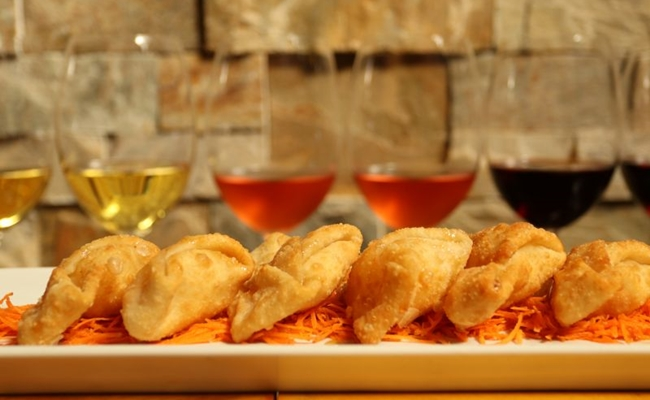 A régua de vinhos é uma forma de experimentar até seis rótulos por um valor mais acessível  (Arthur Menescal/Esp. CB/D.A Press)
