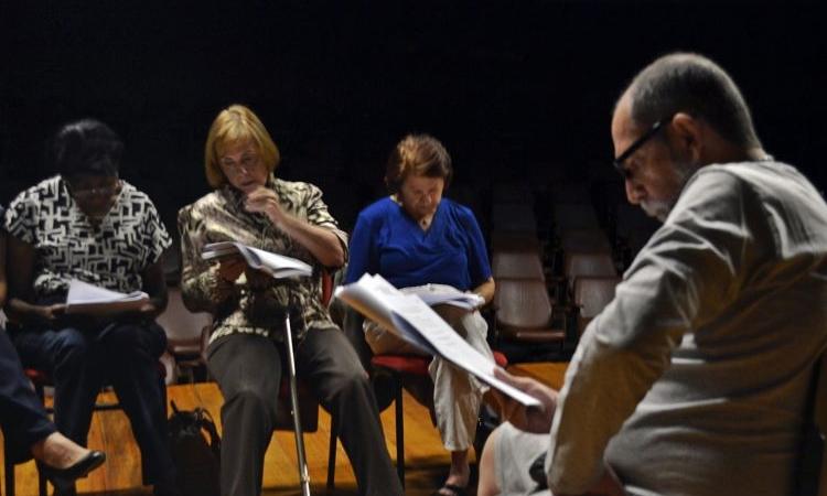 Nora Alhadef, ao centro, é uma das que se emocionam ao participar do projeto Viva a Vida (Robson G. Rodrigues/Esp. CB/D.A Press)