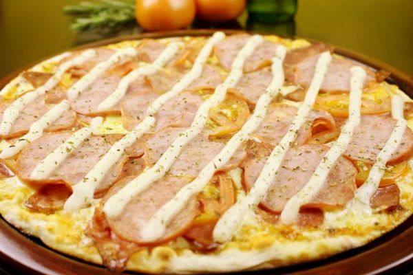 O trio de carne de porco garante um sabor balanceado e suave para a pizza (Samuel Barros/Divulgação)